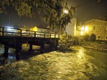 Puente en una noche Fotos de archivo