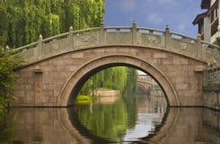 Puente en Zhouzhuang, China Fotografía de archivo libre de regalías