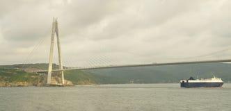 Puente Estambul - Turquía de Yavuz Sultan Selim del pueblo de Garipce Foto de archivo libre de regalías