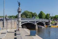 Puente Estocolmo Suecia de Djurgardsbron Fotografía de archivo