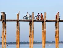 Puente famoso de la teca de U Bein en la división de Mandalay de Myanmar imagen de archivo