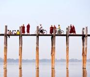 Puente famoso en Amarapura, Myanmar de la teca de U Bein imagen de archivo libre de regalías