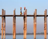 Puente famoso en la división de Mandalay, Myanmar de la teca de U Bein fotos de archivo libres de regalías