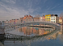 Puente famoso Irlanda del penique de la ha de la señal de Dublín Fotografía de archivo libre de regalías