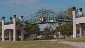 Puente famoso sobre Route 66 en Tulsa - los E.E.U.U. 2017 metrajes