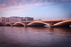 Puente ferroviario de Battersea, Londres Reino Unido Imágenes de archivo libres de regalías