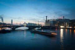 Puente ferroviario de Battersea y central eléctrica, Londres Reino Unido Fotografía de archivo
