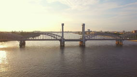 Puente ferroviario de Finlandia a través de Neva River almacen de video
