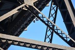 Puente ferroviario en la ciudad de Edmonton imagenes de archivo