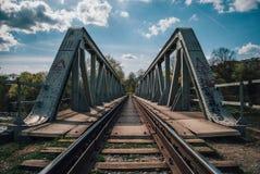 Puente ferroviario verde Imágenes de archivo libres de regalías