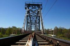 Puente ferroviario verde Fotos de archivo