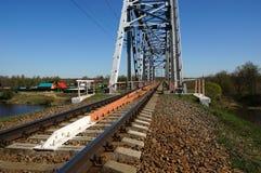 Puente ferroviario verde Imagenes de archivo