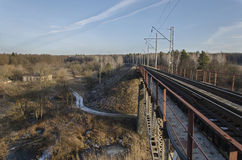 Puente ferroviario verde Fotografía de archivo libre de regalías