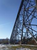 Puente ferroviario verde Fotografía de archivo