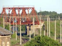 Puente ferroviario y el camino Imagen de archivo libre de regalías