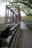Puente ferroviario y sendero viejos Fotos de archivo