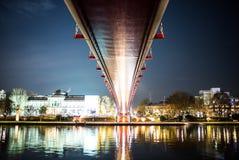 Puente Francfort de la reflexión Imagen de archivo libre de regalías