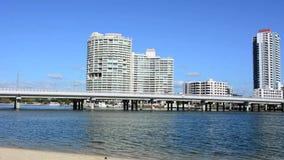Puente Gold Coast Australia de Sundale almacen de metraje de vídeo