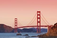 Puente Golden Gate en la puesta del sol Fotos de archivo libres de regalías