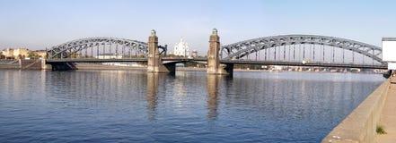 Puente grande de Ohta en St Petersburg imágenes de archivo libres de regalías