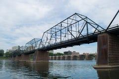 Puente Harrisburg, Pennsylvania de la isla de la ciudad imagen de archivo libre de regalías