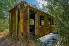 Puente hecho del coche de tren abandonado viejo en Georgia imagen de archivo libre de regalías