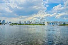 Puente hermoso del arco iris de Tokio en el día Fotografía de archivo libre de regalías