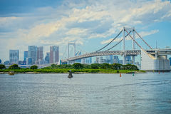 Puente hermoso del arco iris de Tokio en el día Imágenes de archivo libres de regalías