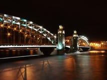 Puente de Bolsheokhtinsky por noche Fotografía de archivo