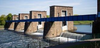 Puente histórico sobre el río Fotografía de archivo