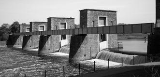 Puente histórico sobre el río Foto de archivo