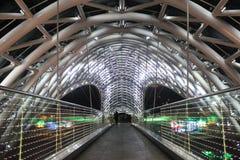 Puente iluminado en Tbilisi Imagen de archivo