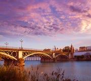 Puente Isabel II brugzonsondergang in Triana Sevilla Royalty-vrije Stock Afbeeldingen