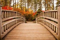Puente japonés del jardín Fotos de archivo