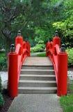 Puente japonés en rojo Imagenes de archivo