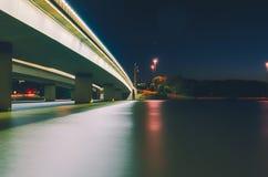 Puente a la casa del parlamento fotografía de archivo libre de regalías