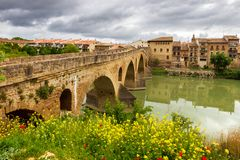 Puente-La Reina-Brücke arga Navarra Spanien stockfotografie