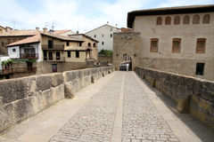 Puente-La Reina, Navarra, Spanien Lizenzfreie Stockfotografie