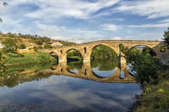 Puente La Reinabrücke, Navarre stockbilder