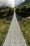 Puente largo del pie de la suspensión, Nepal Imagen de archivo