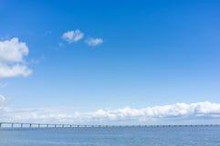 Puente largo en el mar Imagen de archivo