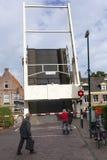 Puente levadizo de madera viejo en el centro de Maarssen imagen de archivo