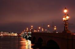 Puente levadizo en St Petersburg Imágenes de archivo libres de regalías