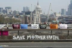 Puente Londres de Waterloo de la protesta de la rebelión de la extinción foto de archivo libre de regalías