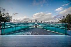 Puente Londres del milenio Foto de archivo
