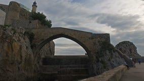 Puente medieval Castro Urdiales 05 almacen de metraje de vídeo
