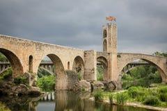 Puente medieval en Cataluña, España Imagen de archivo libre de regalías