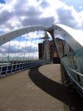 Puente moderno en Manchester Quay foto de archivo