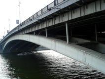 Puente Moscú de Bolshoy Ustinsky Imagen de archivo libre de regalías