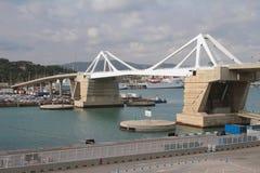 Puente movible del ` del Europa de Puente Puerta del ` Barcelona, España Imagen de archivo libre de regalías